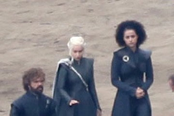 Peter Dinklage Nathalie Emmanuel Stars On The Set Of 'Game Of Thrones'