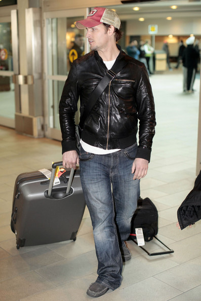 Peter Facinelli Arriving On A Flight In Vancouver