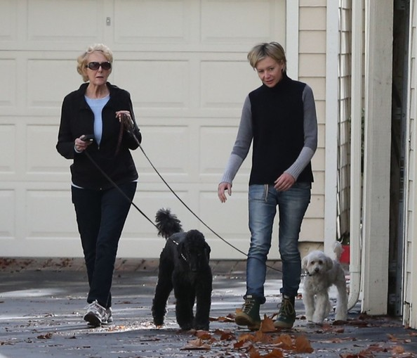 Portia de Rossi mother