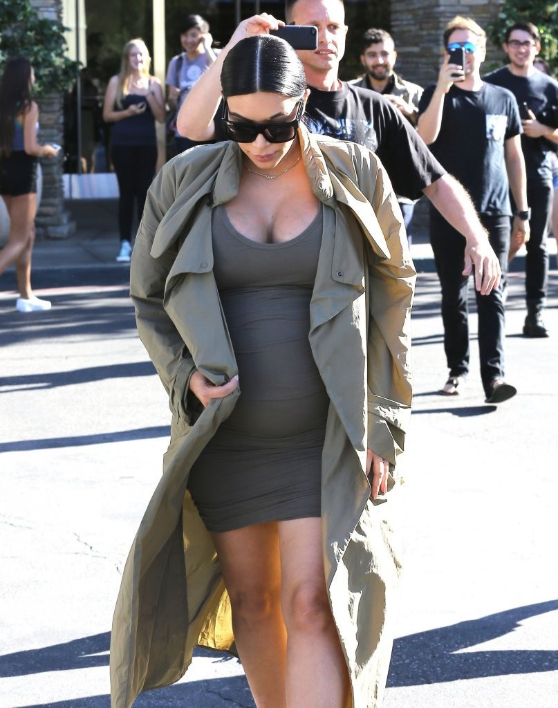 Kanye west and kim kardashian pregnant kim kardashian for Floor plan com