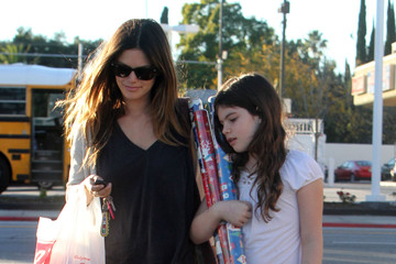 Rachel Bilson Rachel Bilson And Her Sister Shopping At Walgreens