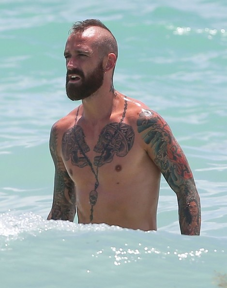 Raúl Meireles 2018: Wife, tattoos, smoking & body facts ...