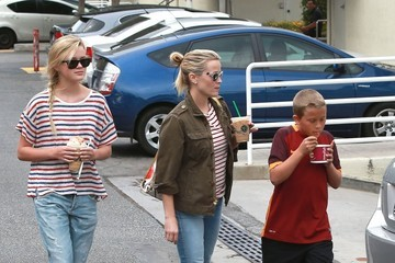 Reese Witherspoon Reese Witherspoon Takes Her Kids Out For Ice Cream