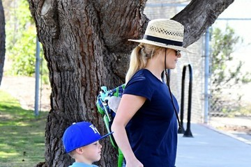 Reese Witherspoon Reese Witherspoon Takes Her Son to Baseball Practice