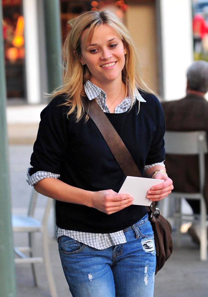 Reese Witherspoon Photos Photos Reese Witherspoon At A Meeting In