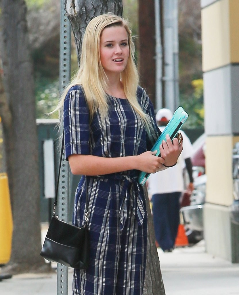 Ava Phillippe Photos Photos - Reese Witherspoon out in ... Ryan Phillippe Movies