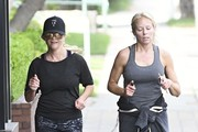 Reese Witherspoon Out For A Morning Workout In Santa Monica