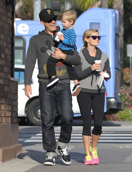 Reese Witherspoon and Jim Make a Starbucks Run