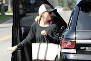 Reese Witherspoon Stops By A Gym In Brentwood