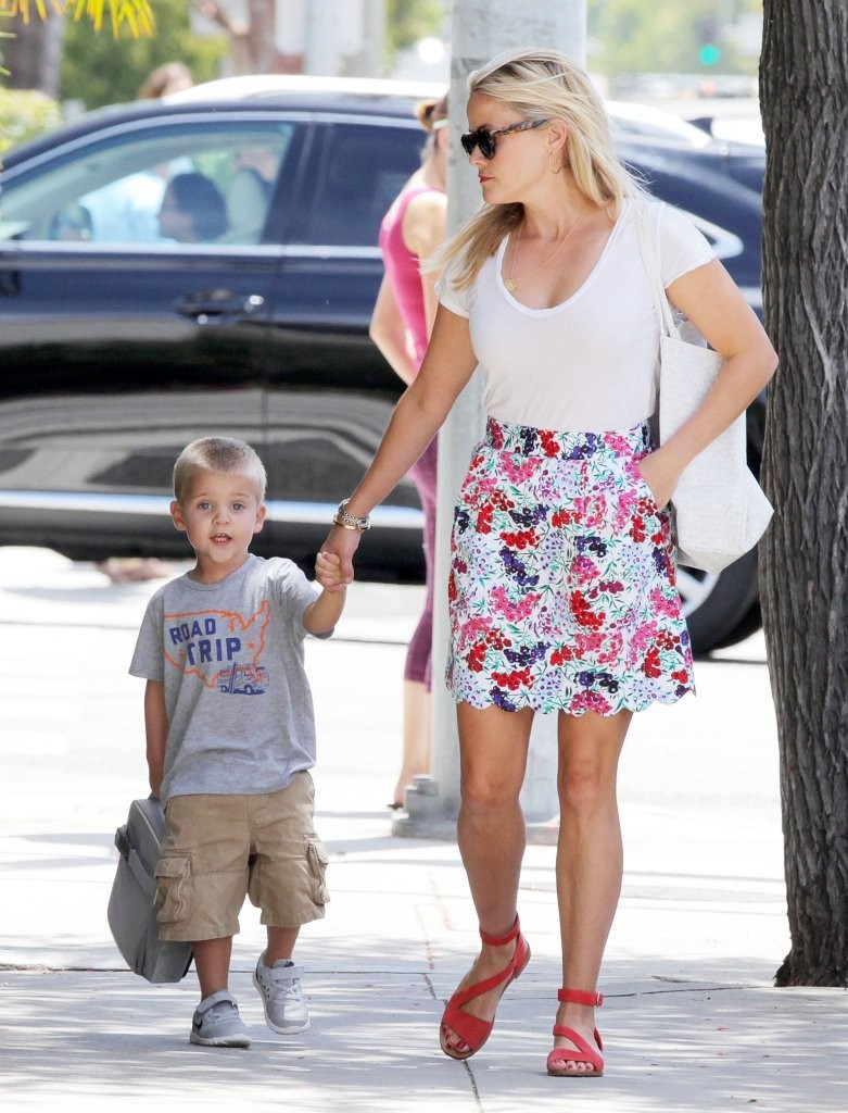 tennessee toth photos photos reese witherspoon takes her