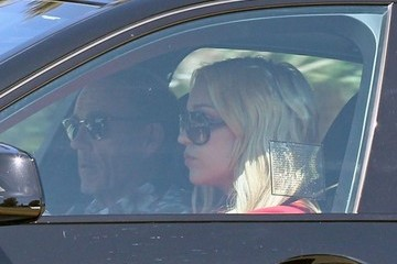 Rick Bynes Amanda Bynes Leaving An Art Class With Her Parents