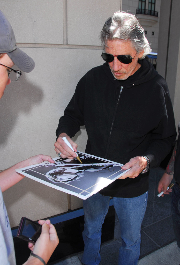 Roger Waters Photos Photos Roger Waters Signs Autographs