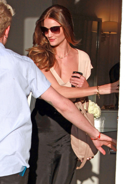 rosie huntington whiteley hair color. Rosie Huntington-Whiteley Gets