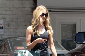 Rosie Huntington-Whiteley Rosie Huntington-Whiteley Gets Her Workout In