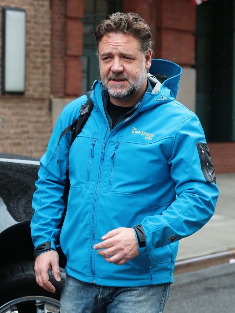 Russell Crowe Photos Photos Russell Crowe Steps Out In