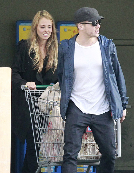 Alexis Knapp with Boyfriend Ryan Phillippe