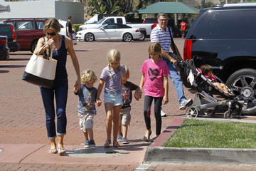 Sam Sheen Irv Richards Denise Richards Takes The Family Shopping In