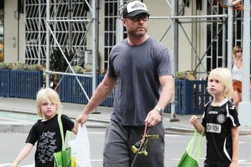 Samuel Schreiber Liev Schreiber Goes out for a Stroll With His Boys