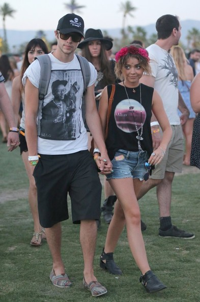 Sarah Hyland & Boyfriend Inseperable At Coachella []