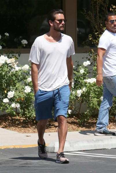 06414749f4efe Scott Disick Photos Photos - Scott Disick Out For Lunch In Calabasas ...