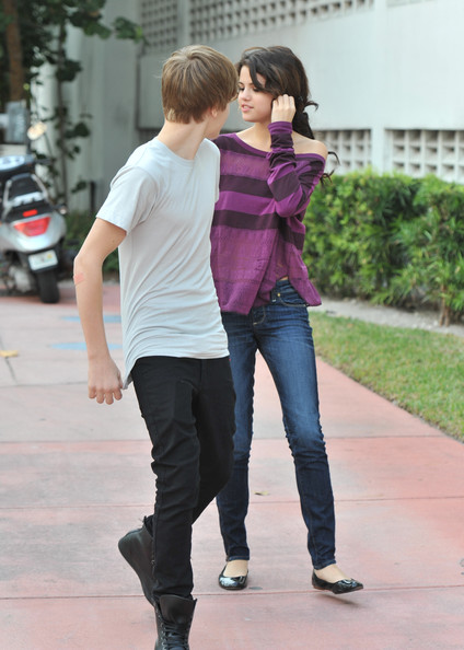selena gomez justin bieber yacht. +justin+ieber+and+selena+