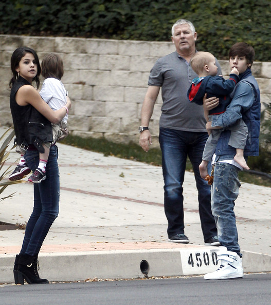 Selena Gomez - Justin & Selena Practicing Being Parents
