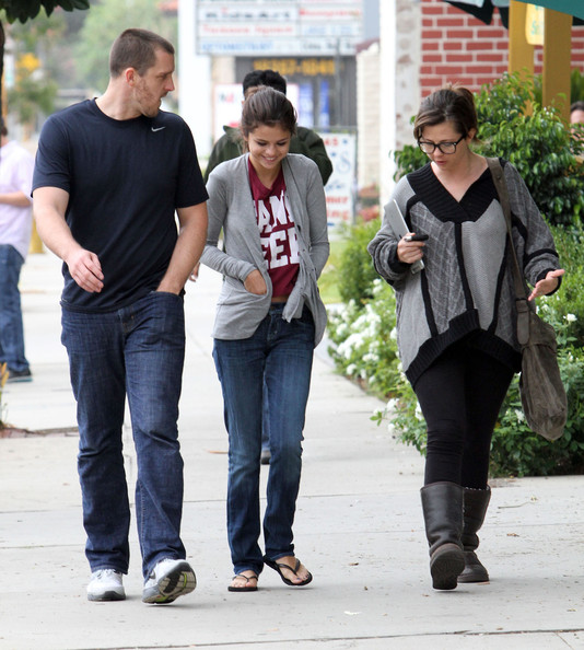 Selena Gomez Actress Selena Gomez and some family members out for breakfast in Encino, CA.