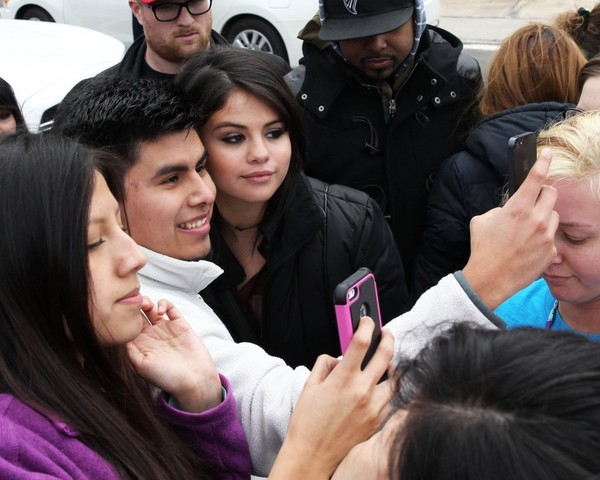 Selena Gomez Greets Her Fans