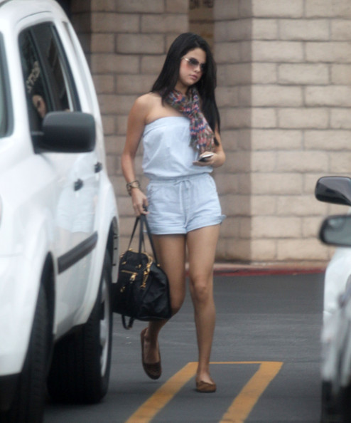 Selena Gomez - Selena Gomez Heads To A Meeting