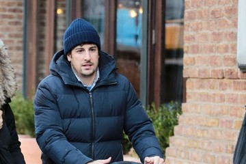Sid Biggs Jason Biggs and His Family Go Out in NYC