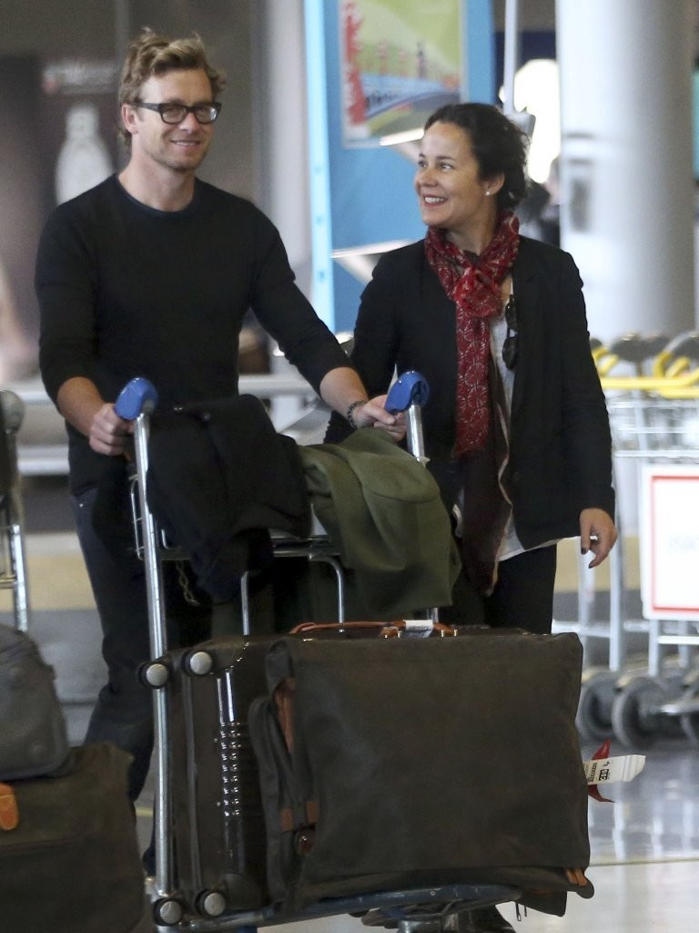 Simon Baker Pictures Simon Baker and Wife Arrive in Paris -