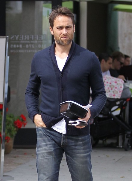 Stuart Townsend In Stuart Townsend Grabs Some Lunch To Go