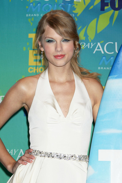 Taylor Swift Celebrities attend the 2011 Teen Choice Awards Press Room at the Gibson Amphitheatre in Los Angeles.
