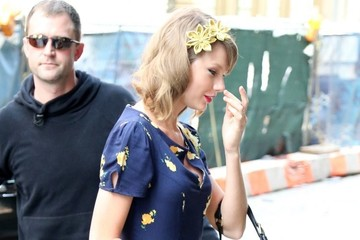 Taylor Swift Has Flower Power