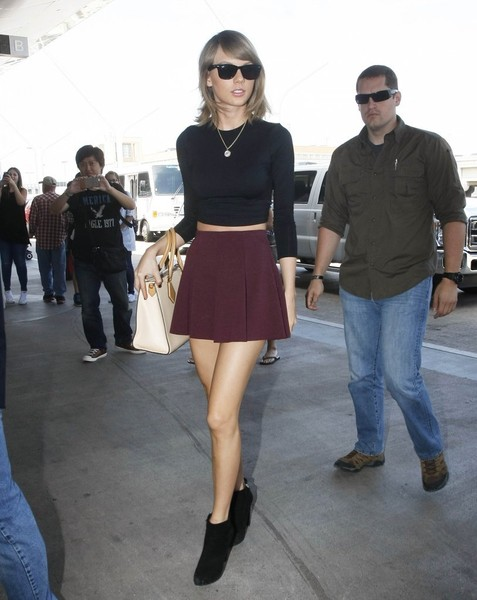 Taylor Swift Catches a Flight at LAX []