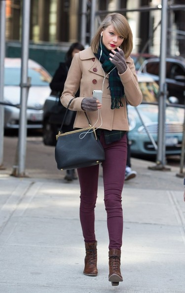 Taylor Swift Taylor Swift Photos Taylor Swift Shops In Nyc Zimbio