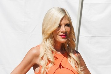 Tori Spelling Celebs Stop by the 'Extra' Set
