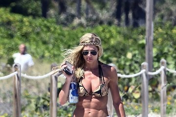 Torrie Wilson Torrie Wilson Heads Out on the Beach in Miami