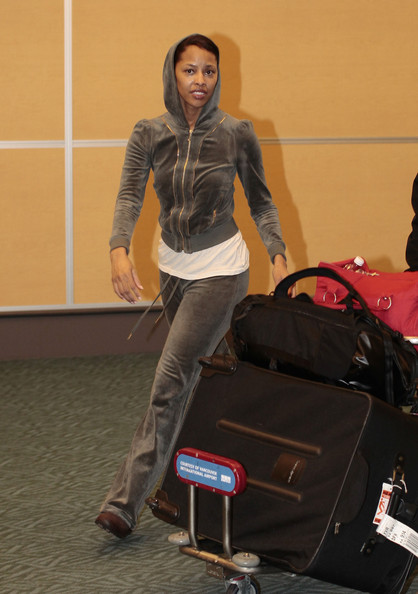 """Twilight"" actress Tracey Heggins arrives at Vancouver International Airport on a flight from LAX. She's in town to work on ""Twilight: Breaking Dawn."""