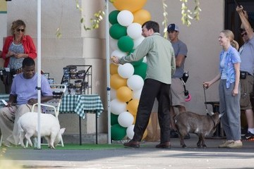 Tracy Morgan Ed Helms Celebrites Perform on the Set of 'The Clapper' in LA