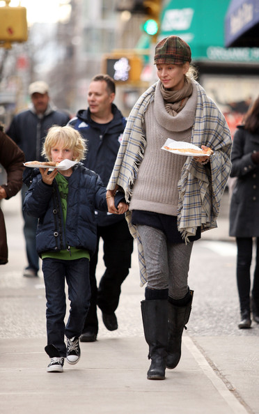 Uma Thurman & Son Grabbing Pizza In New York City