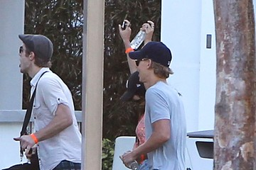 Vanessa Hudgens Vanessa Hudgens And Austin Butler Out With Friends In Miami