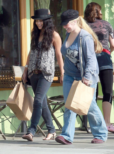 Vanessa Hudgens Actress Vanessa Hudgens and a friend out shopping at the Third Street Promenade in Santa Monica, CA. Vanessa bought a printer and her friend bought some stuff at the Apple Store. They ran into some other friends along the way.