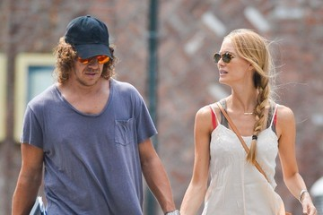 Vanessa Lorenzo Carles Puyol & His Girlfriend Walk Through Soho