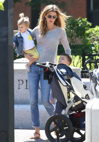 Vivian Brady Photos Photos - Tom Brady & Family Spend Father's Day