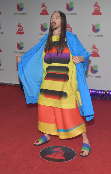The 19th Annual Latin GRAMMY Awards - Red Carpet - 1 of 3