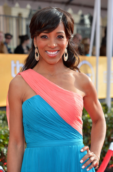 TV personality Shaun Robinson arrives at the 19th Annual Screen Actors Guild Awards held at The Shrine Auditorium on January 27, 2013 in Los Angeles, California.