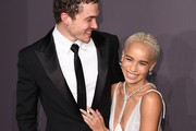 Karl Glusman and Zoe Kravitz attend the 19th annual amfAR's New York Gala to kick off NY Fashion Week at Cipriani Wall Street on February 8, 2017 in New York City. / AFP / Angela Weiss