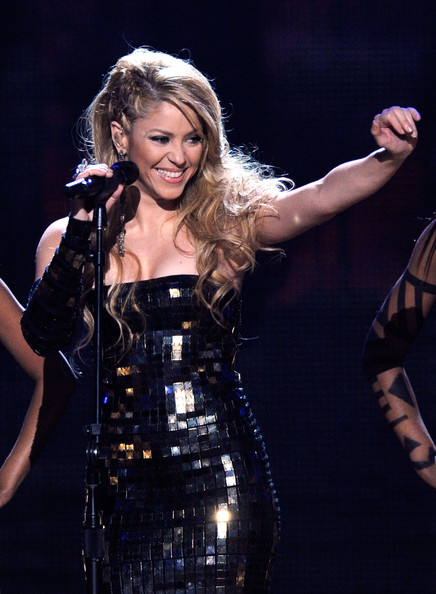 Singer Shakira performs onstage at the 2009 American Music Awards at Nokia Theatre L.A. Live on November 22, 2009 in Los Angeles, California.