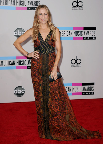 Musician Sheryl Crow arrives at the 2010 American Music Awards held at Nokia Theatre L.A. Live on November 21, 2010 in Los Angeles, California.